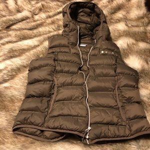 Size XL Columbia vest in brown